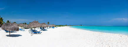 beautiful-caribbean-beach-panorama-33824596